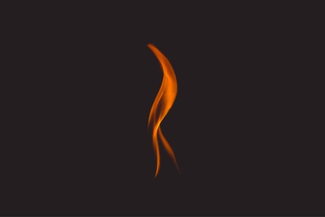 Bomberos extingue incendio en casco histórico de Viña del Mar